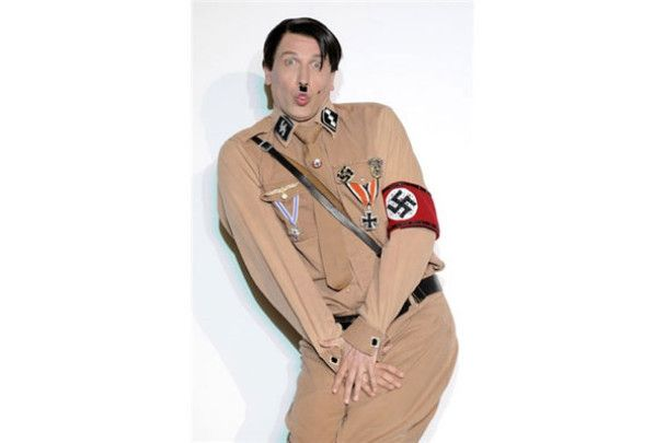 Німцям показали Гітлера-гея