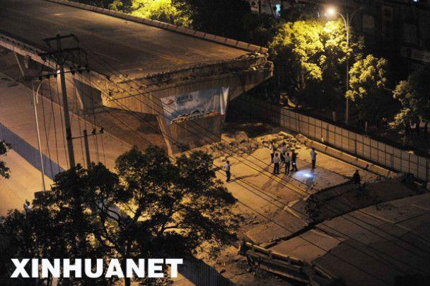 В Китаї обвалилася 200-метрова естакада: під завалами 27 автомобілів