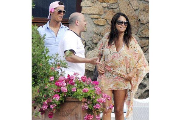Кріштіану Роналду зустрічається з сестрою футболіста і носить рожеву квіточку
