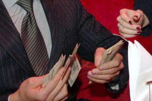 Турчинов: підвищення зарплат зруйнує економіку України