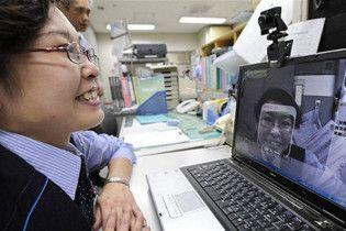 Японським залізничникам наказали щодня посміхатися