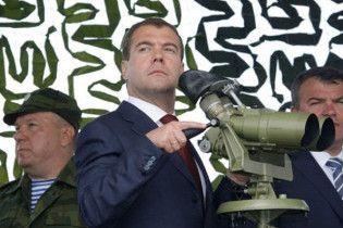 Мєдвєдєв привітав президента Абхазії з 16-річчям незалежності