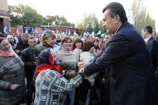 Янукович поскаржився працівникам заводу на тяжке депутатське життя