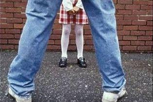 На Закарпатті п'яний батько зґвалтував п'ятирічну доньку