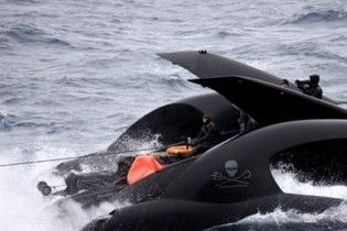 Футуристичний катер екологів тоне після зіткнення з китобійним судном