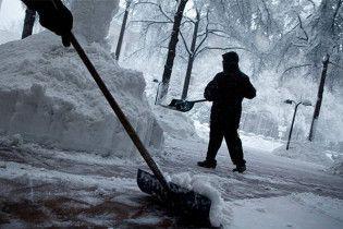 У Чернігівській області сніг залишив без даху митницю, у Рівненській - школу