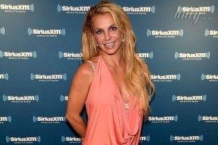 Крупным планом: Бритни Спирс в розовом бикини похвасталась стройной фигурой