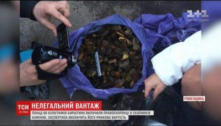 65 кілограмів бурштину вилучили правоохоронці за добу на Рівненщині