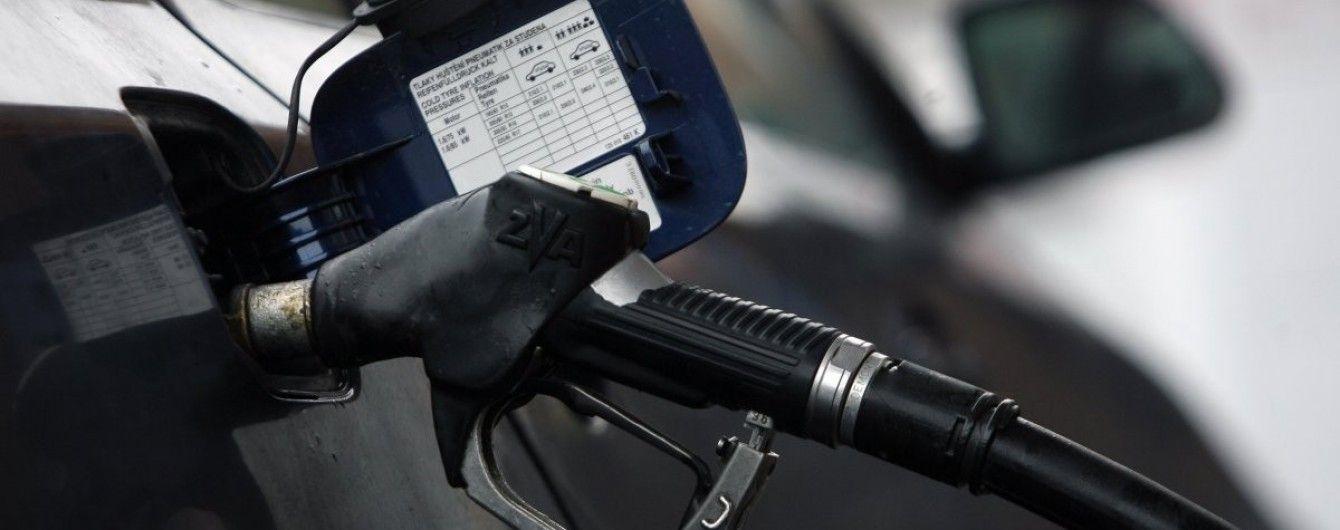 За выходные на АЗС подскочили цены на все виды топлива. Средняя стоимость на понедельник