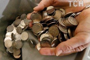 Удар санкциями: курс евро превысил отметку в 76 рублей впервые за почти два года