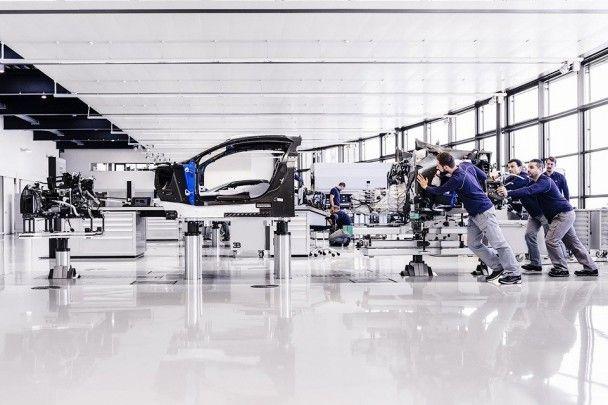 Bugatti выпустила первые три гиперкара Chiron