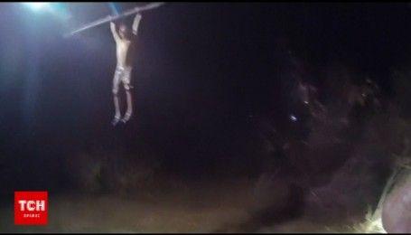 У США рятувальники витягли з бурхливої гірської річки чоловіка, який простояв у воді 7 годин