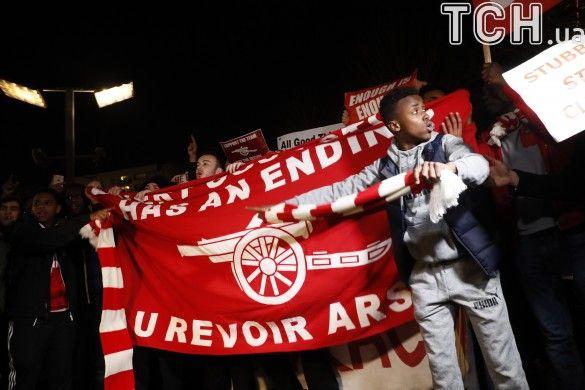Фанати Арсенала проти Венгера_3