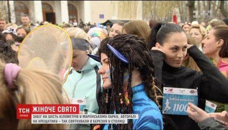 Четыре сотни женщин устроили самый красивый забег года на 8 марта