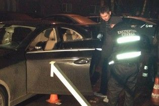 У Києві розстріляли Mercedes з бізнесменом та двома дітьми