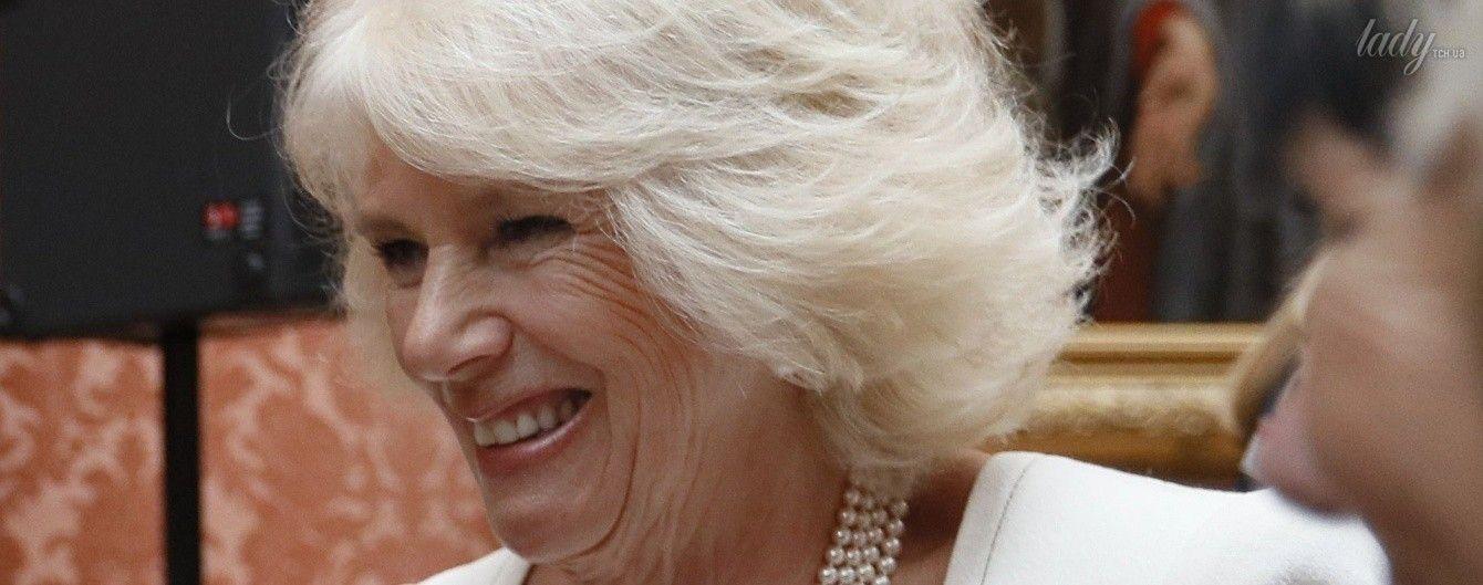 Вся в белом: 69-летняя герцогиня Корнуольская Камилла продемонстрировала эффектный образ