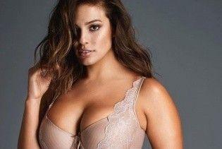 Модель plus-size Эшли Грэм опубликовала фото топлес