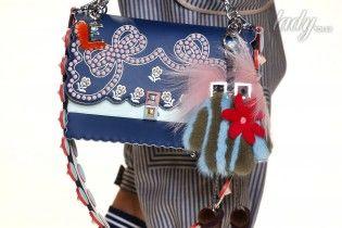 Большие, маленькие, цветные и с помпонами: модные сумки сезона весна-лето 2017