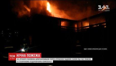 Крупный пожар произошел в столичном банно-гостиничном комплексе