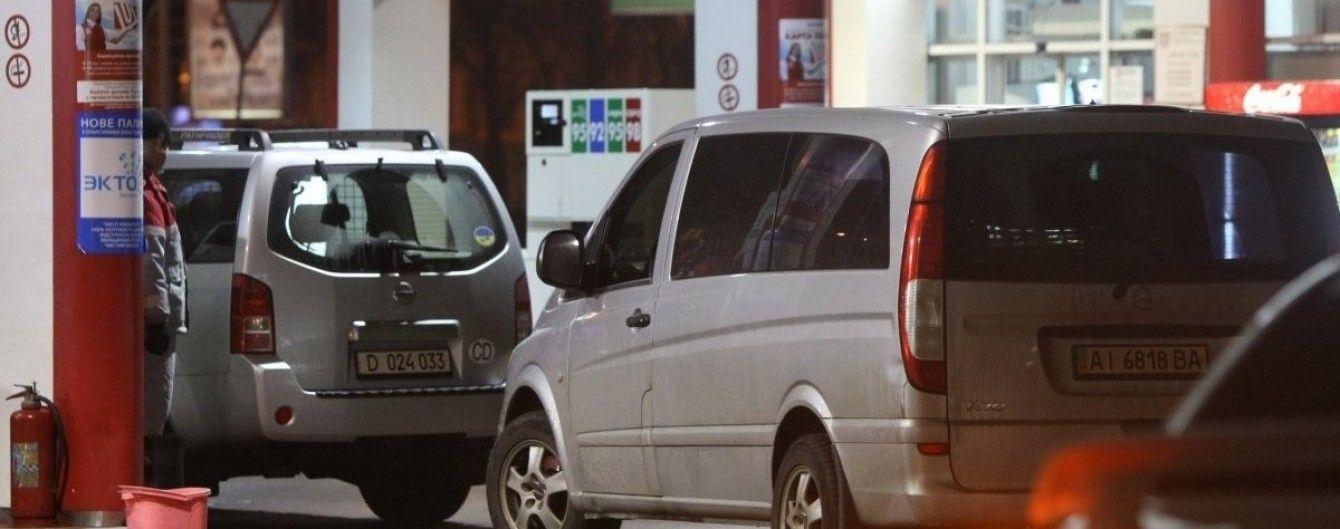 На АЗС поползли вверх цены на бензин, а автогаз дешевеет