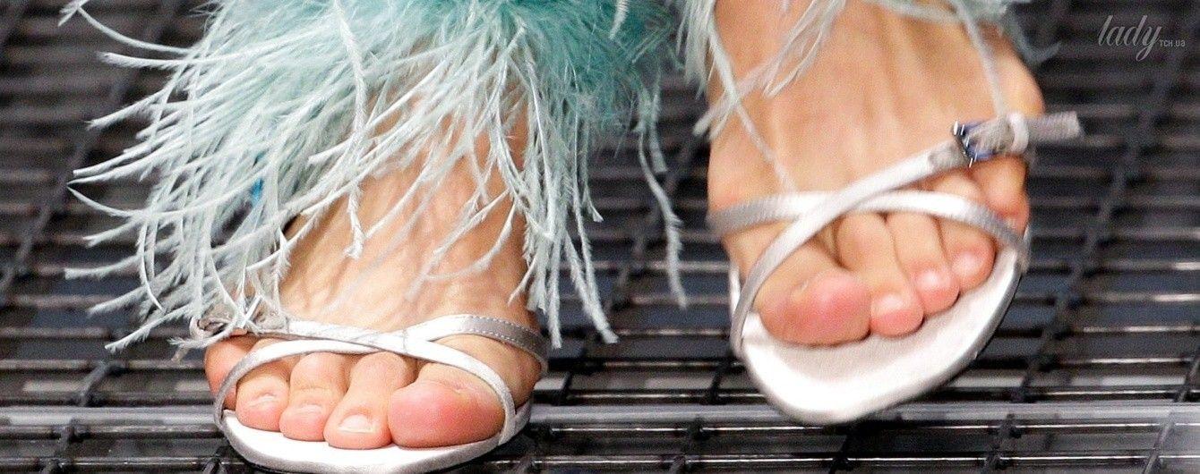 Платформы, перья и мех: модная обувь сезона весна-лето 2017