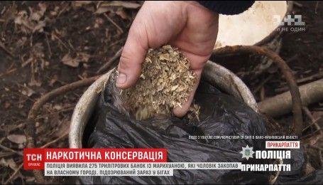 Прикарпатские правоохранители обнаружили у сельского жителя 275 стеклянных банок с наркотиками