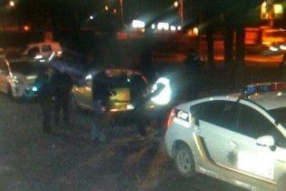 Пьяный парень ночью гулял по центру Киева с целым арсеналом взрывчатки