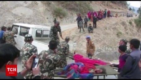Переполненный автобус перевернулся в Непале, есть погибшие