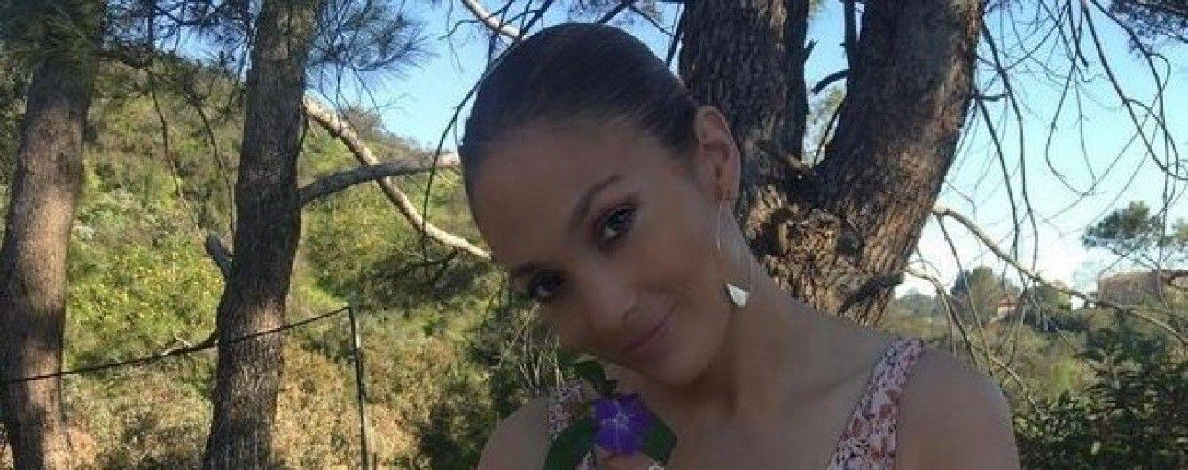 В цветочном наряде и с бутылкой: Дженнифер Лопес на пикнике