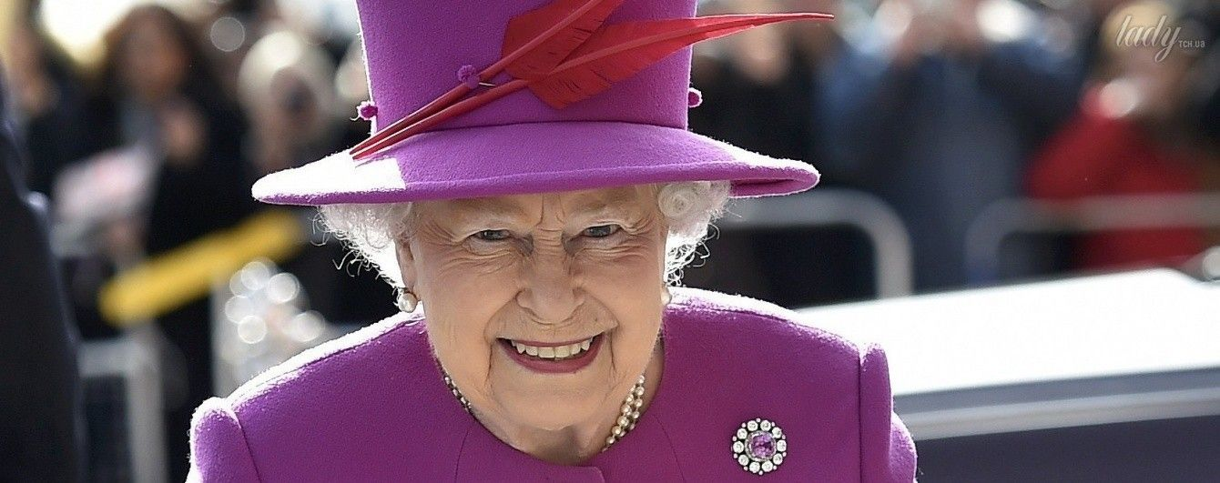 Секрет раскрыт: что носит в сумке королева Елизавета II