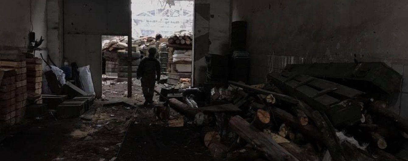 Во время ночного обстрела на Донбассе боевики ранили подростка