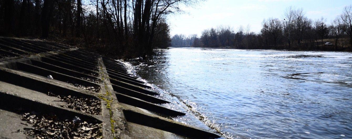 Отруєна річка і подохла риба змусили селян перекрити трасу на Житомирщині