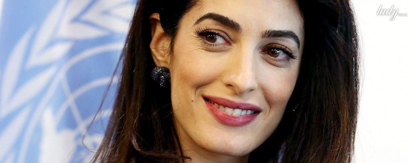 Беременность ей к лицу: Амаль Клуни надела на официальный прием красивый наряд