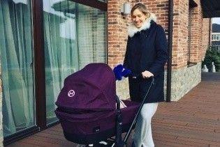Катя Осадчая купила для сына красивую и дорогую коляску
