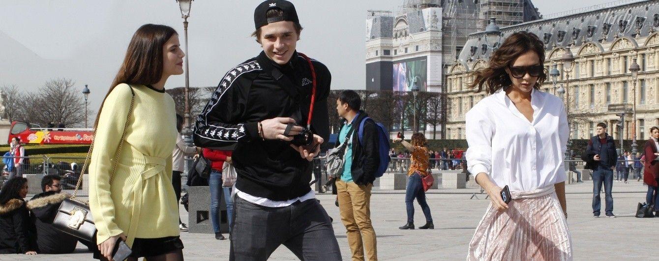 В объективах папарацци: Виктория Бекхэм с сыном и его девушкой гуляли по Парижу