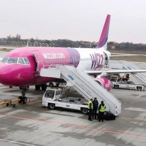 Wizz Air ввів плату за перевезення ручного багажу у салоні літака