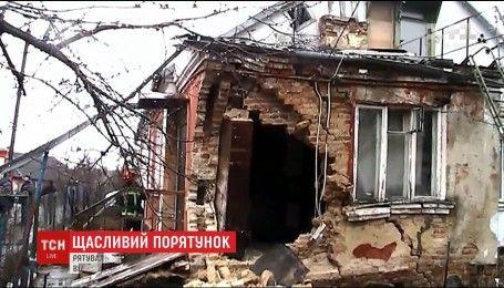 В Ровно рухнул дом с людьми внутри