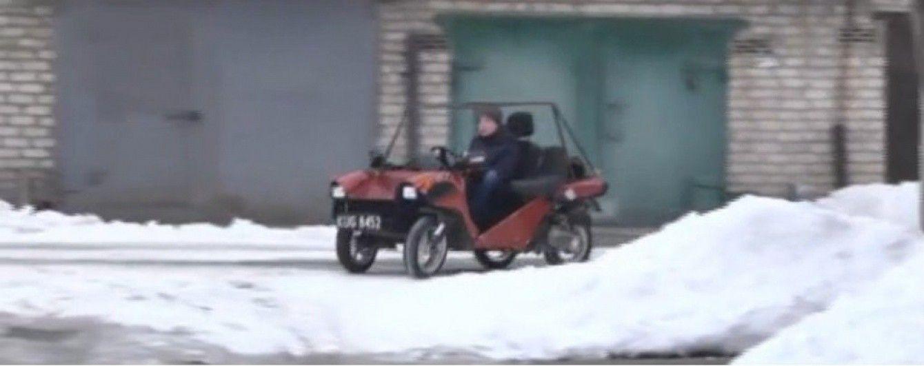 В Кривом Роге дедушка и внук превратили два скутера в автомобиль
