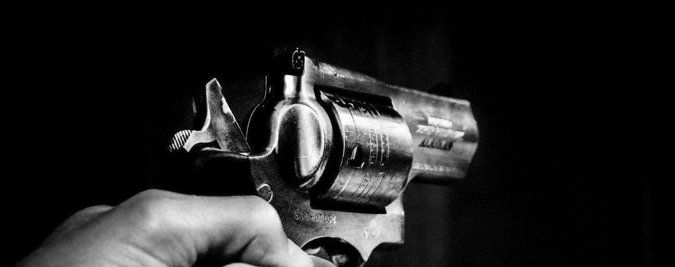 В Ровно ревнивый муж просил у патрульных пистолет, чтобы застрелиться