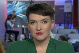 С эффектным макияжем и в зеленом платье: Надежда Савченко удивила новым образом