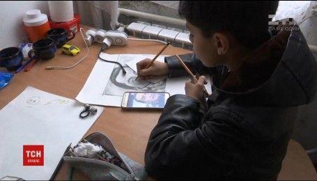 В сербском лагере для мигрантов поселился одаренный маленький художник