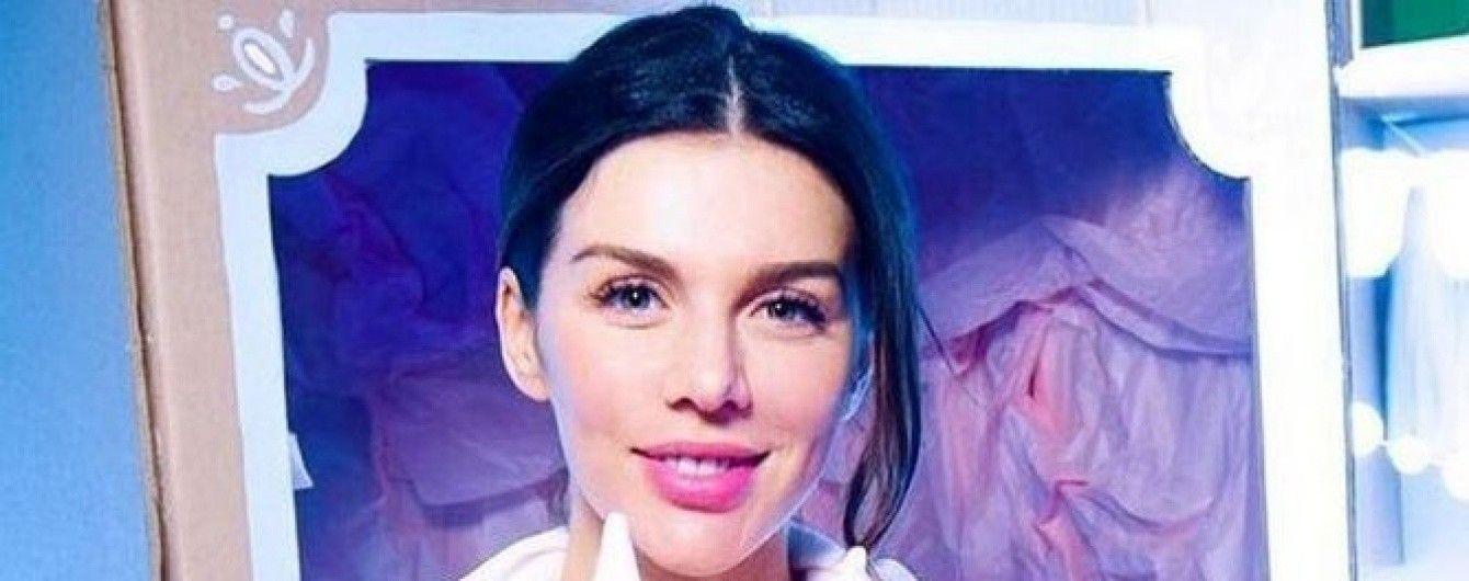 Анна Седокова подчеркнула огромный живот обтягивающим платьем