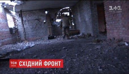 Боевики на фронте палят из артиллерии и танков