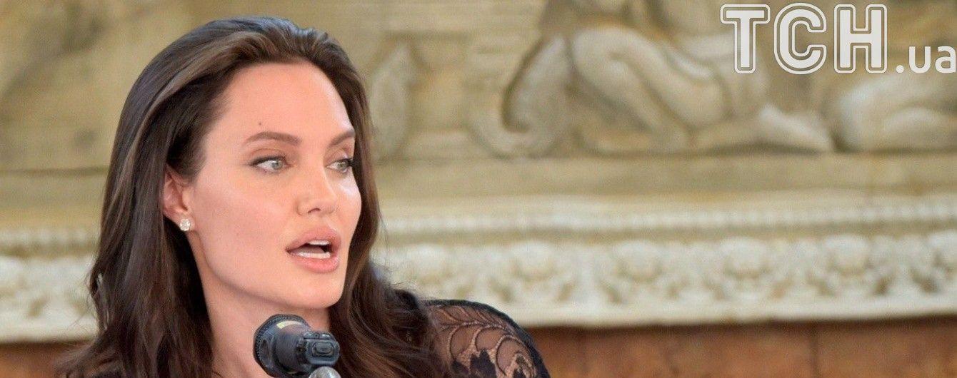 Джоли эмоционально высказалась на тему сексуального насилия и войны