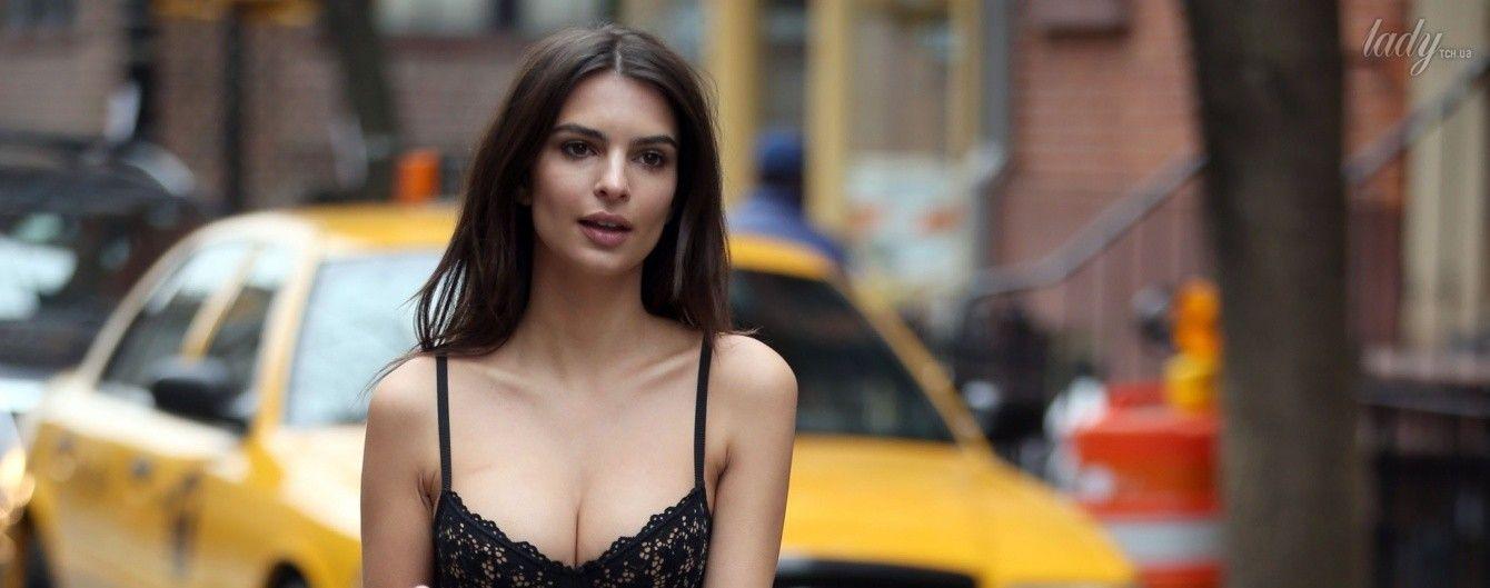 В кружевном нижнем белье и ботинках: Эмили Ратажковски в промокампании DKNY