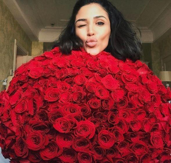 Санта Дімопулос в трояндах_8