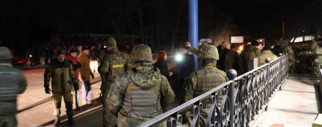 В Краматорске полиция выстрелами вверх остановила колонну блокировщиков во главе с Парасюком
