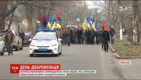 Україна відзначає професійне свято тих, хто першими пішли на війну