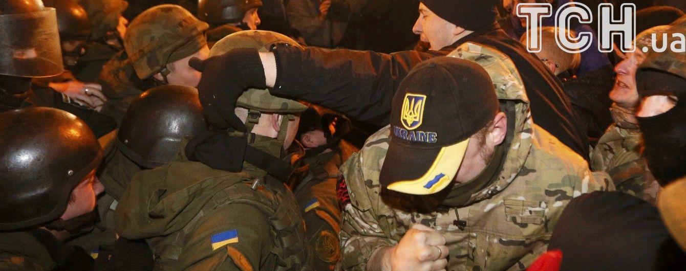 Националисты устроили потасовку под зданием МВД