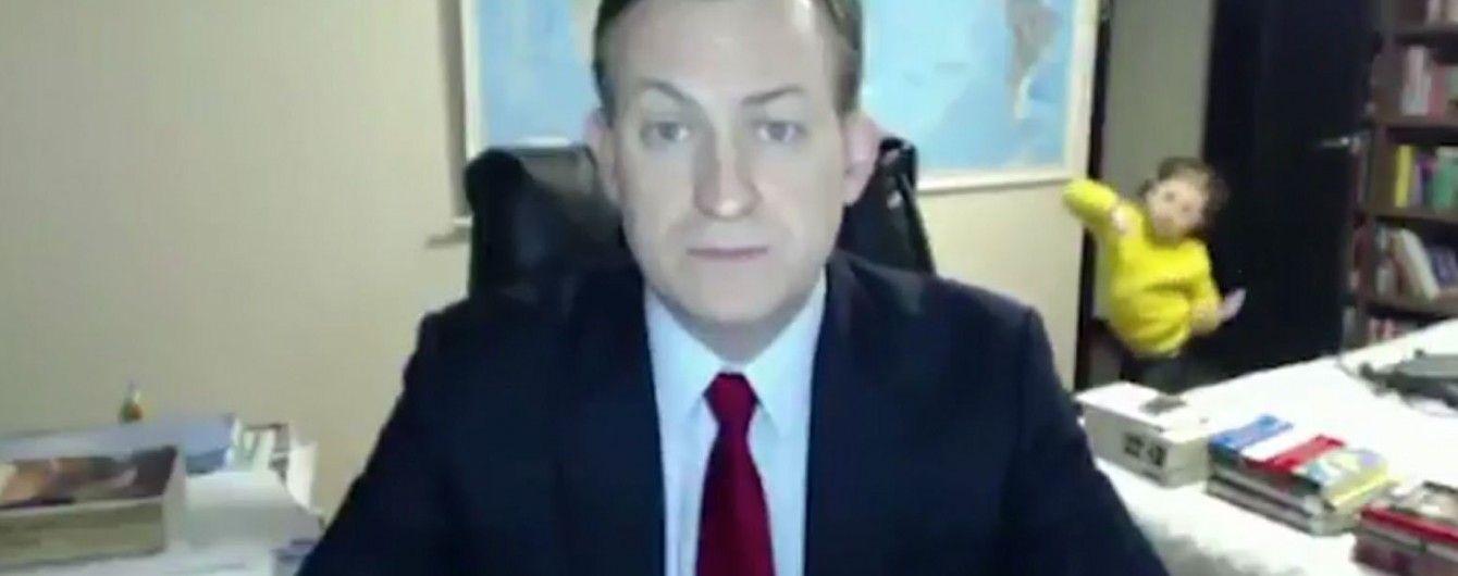 Профессор из смешного интервью ВВС рассказал, что чувствовал, когда в эфире появились его дети